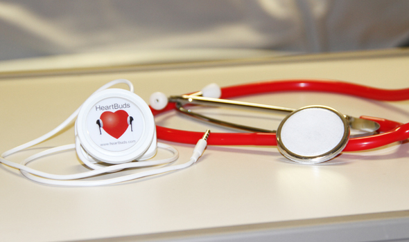 A new device that uses smartphone technology recently performed as well as traditional stethoscopes in detecting patient vital sounds in a recent study, and performed better than a commonly used disposable model of stethoscope.